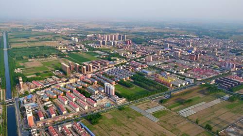 加快建立连接雄安新区与京津及周边其他城市,北京新机场之间的轨道