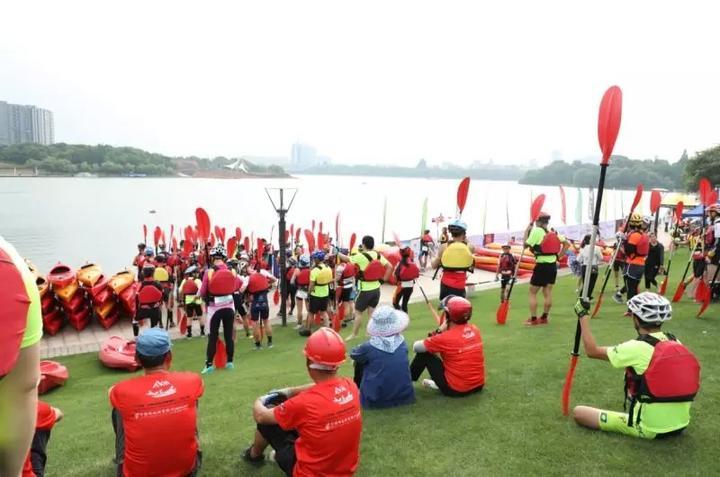 比赛赛期一天,分划骑跑三项组,自行车单项组和皮划艇市民体验组三个组