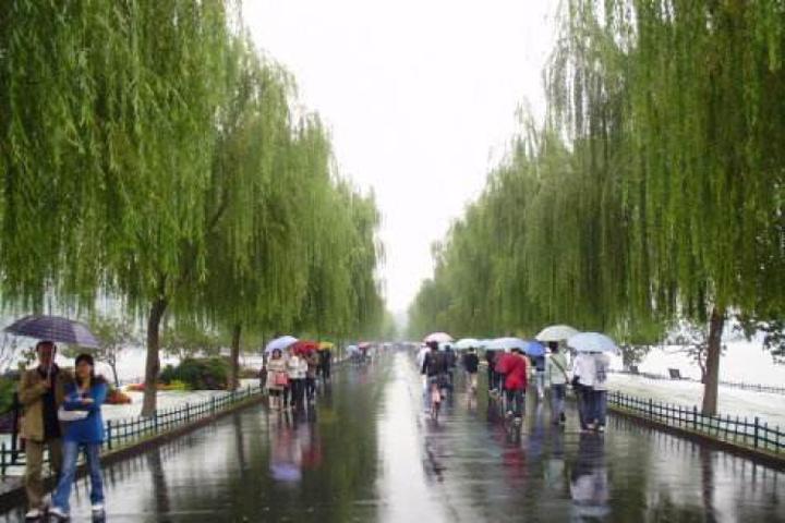 下雨的杭州