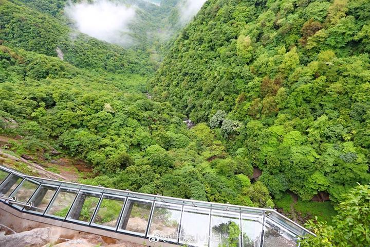 浙江最长高空玻璃栈道在奉化徐凫岩景点盛大开游 27日