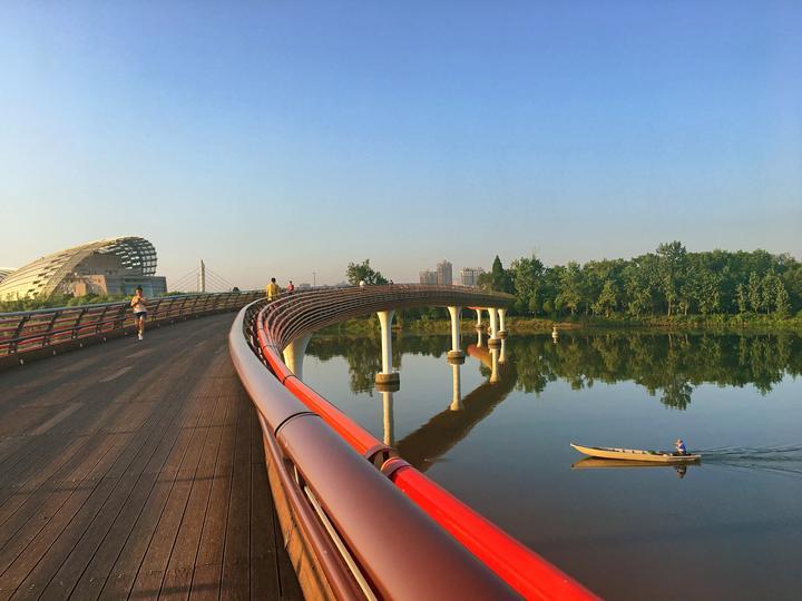 《晨》人到中年 摄于金华彩虹桥