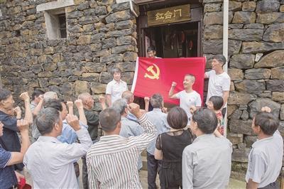 新昌 > 新昌各地召开建党97周年党员大会  6月30日,东茗乡后岱山村党