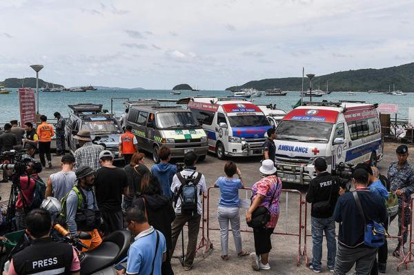 当地时间2018年7月6日,泰国普吉岛,救援工作进行中,救护车在现场.