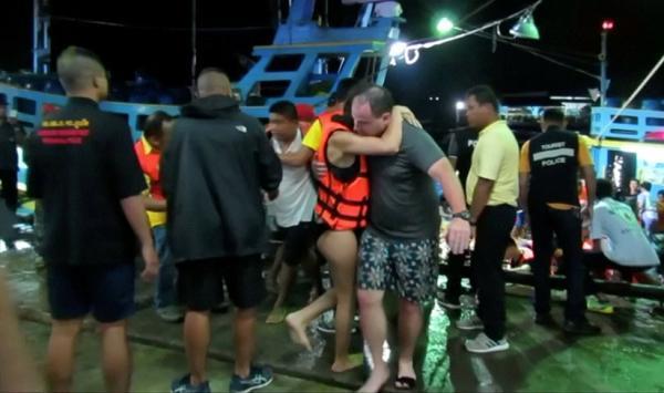 当地时间5日下午,两艘共载有133名游客的游船分别在泰国普吉珊瑚岛和