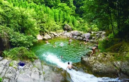 梅树底风景区位于常山县东案乡高峰村境内,总面积1.