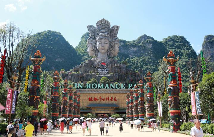 7月28日,桂林千古情景区在桂林阳朔县开门迎客,景区核心产品大型歌舞