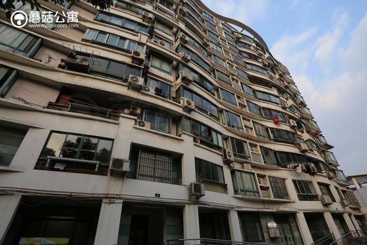 近日,在深圳招商蛇口举行的一期座谈会上,潘石屹对长租公寓这一新兴