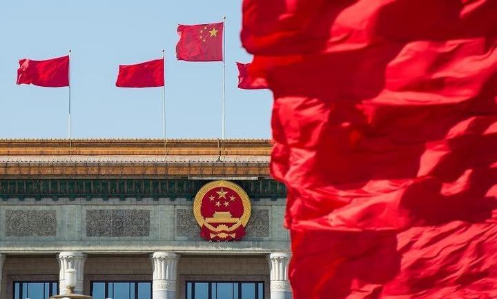 中国梦开启人们对未来的畅想,为全国各族人民不断前进提供强大的精神