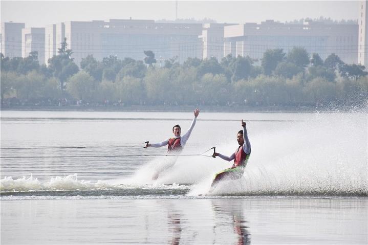 7)        活动时间:9月2日 活动地点:湖海塘公园 运动员:500人 观众