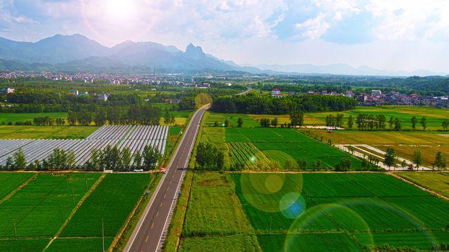 农村晴天风景图片