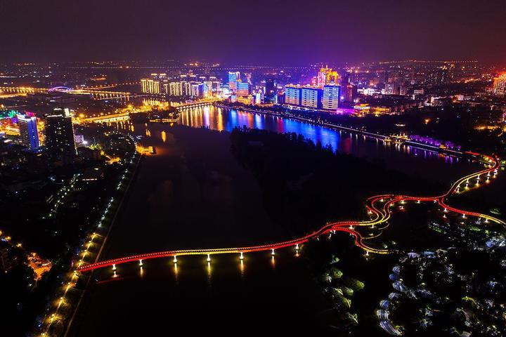 《彩虹桥》蓝福摄