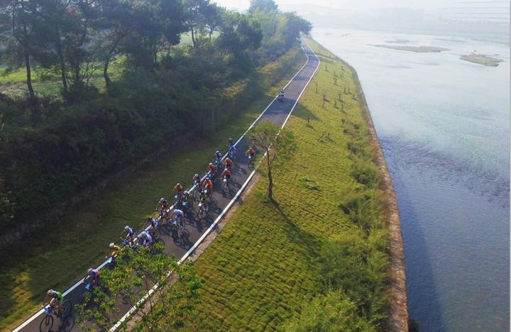 风景区,打造了60km环松阴溪休闲绿道,被评为2016年度浙江旅游总评榜之