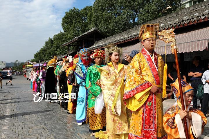 记者从义乌市旅展委获悉,根据对全市主要景区监测分析来看,国庆首日全