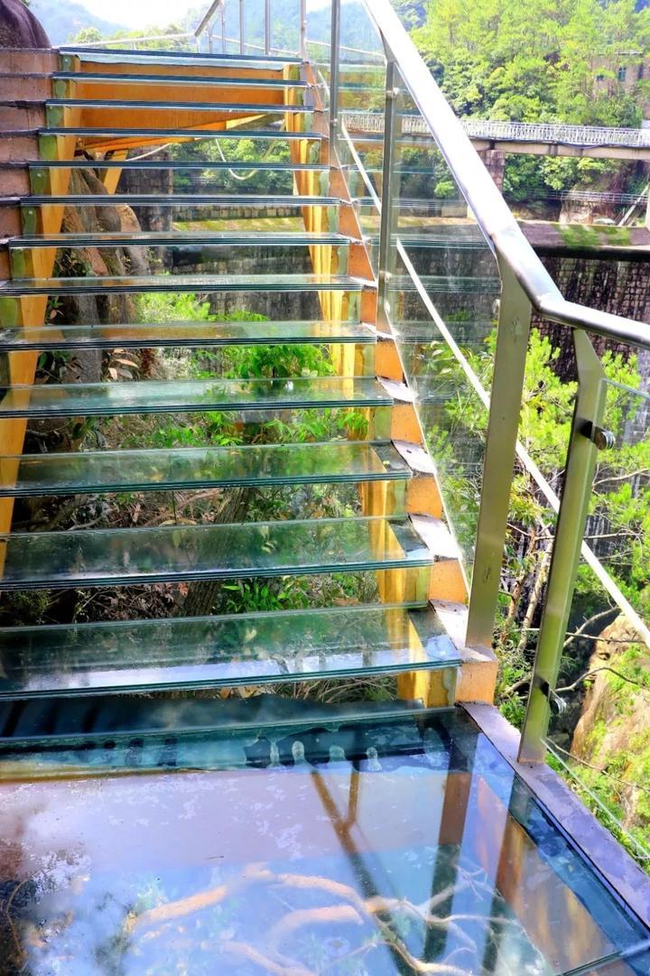 与玻璃栈道平行的5d观瀑玻璃索桥——飞龙桥(目前正在建设中),设计总