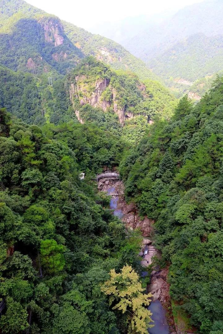 来扒一扒龙穿峡玻璃栈道 2 全球首个3d环瀑玻璃栈道,路线路过瀑布,绕