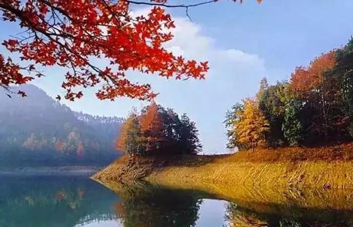 白龙潭风景区秋色