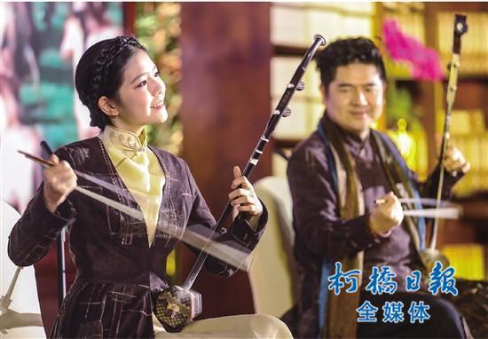 以及男高音歌唱家吕继宏带来了歌曲《咱们老百姓》《可爱的一朵玫瑰