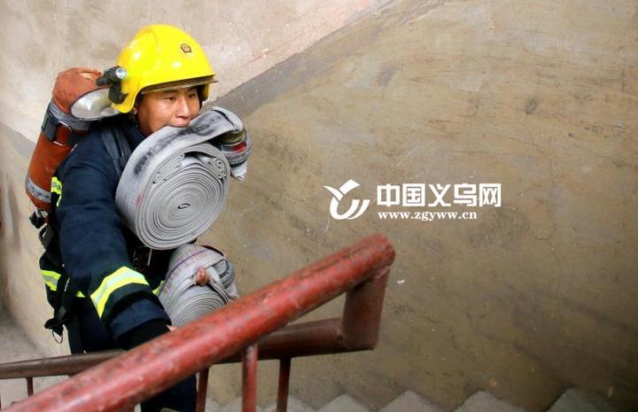"""""""从小,我的梦想就是当消防员.""""张毕坤说."""