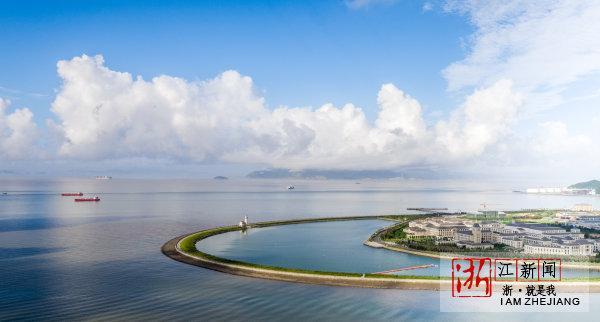 位于舟山长峙岛的浙江海洋大学枕山环海,风景宜人.