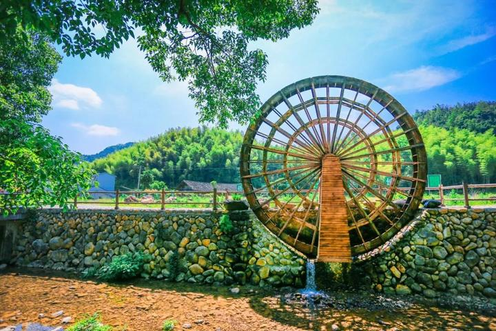 """竹林秀,自然与人文景观相辉交映的生态旅游村,历来有""""雁齿矴步,广昌大"""
