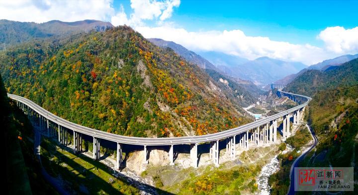 雅西高速沟通的是成都经济圈和攀西经济圈,将极大的促进西昌以及