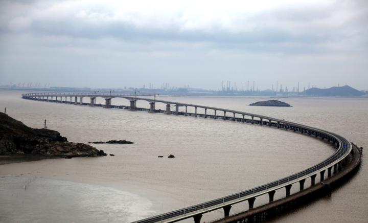 宁波舟山港主通道节点性工程鱼山大桥建成) 历经27个月的建设,鱼山