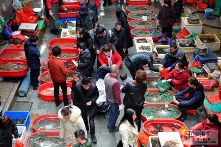 银河娱乐平台:春节临近 菜市场生意红火