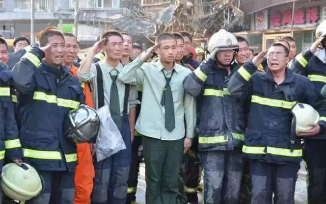 四川木里森林火灾扑救中英勇牺牲烈士悼念活动在西昌图片