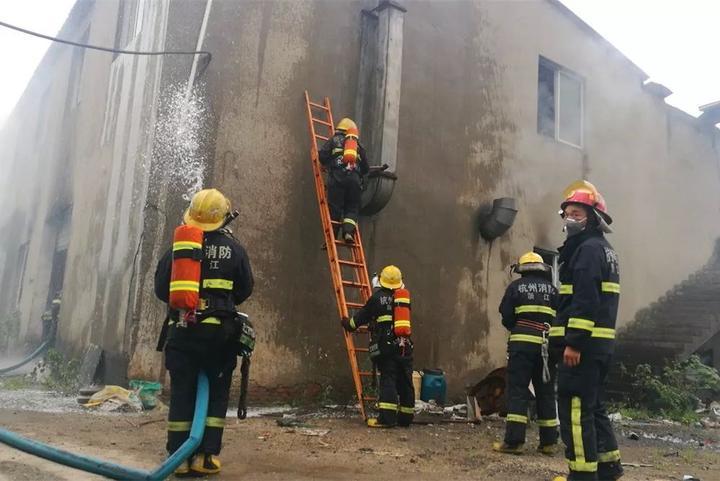 火灾引发过失余杭两名无证导入操作工被气割wa字符串拘留教成图片
