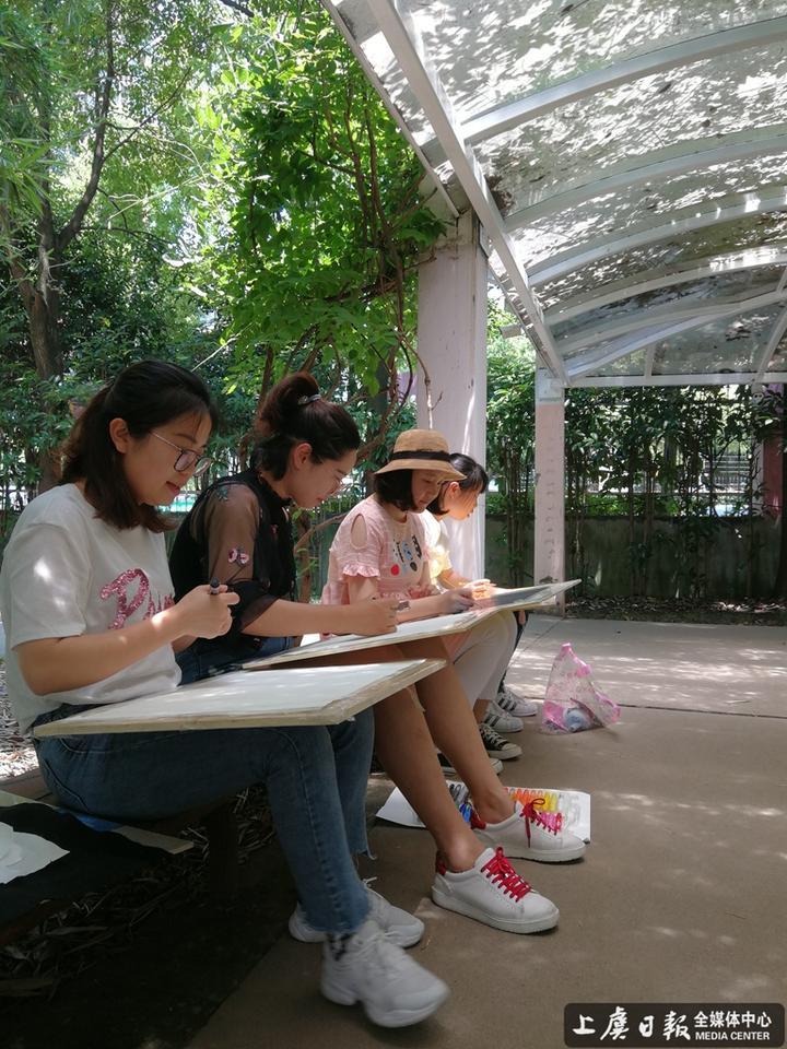 鹤琴幼儿园开展青年教师户外写生活动