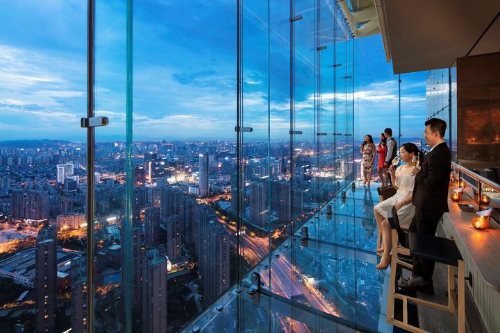 市中心 繁华地 48层高!登陆杭州第一玻璃栈道
