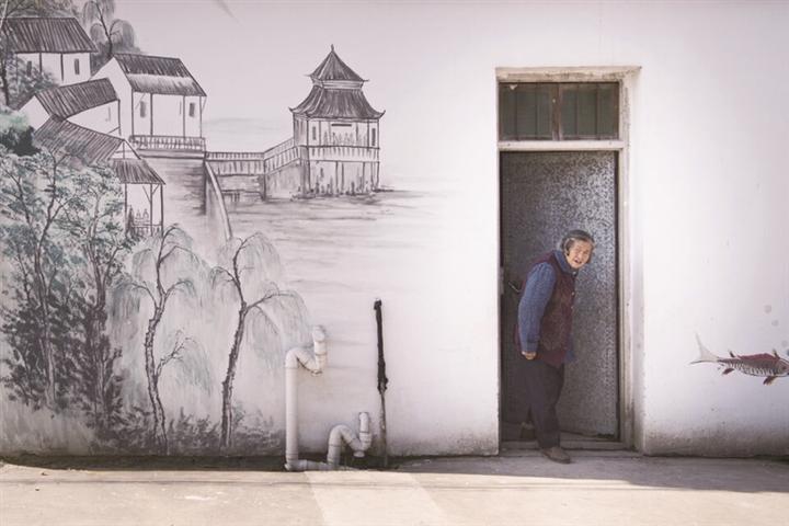 藝術墻繪扮靚新農村