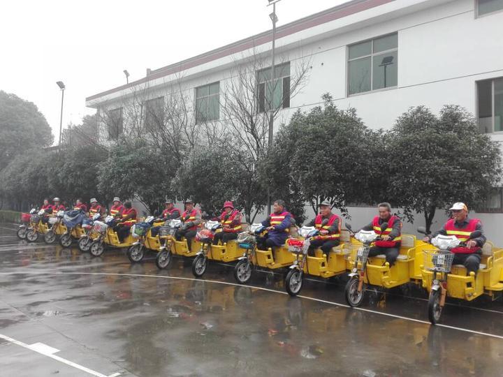 海宁市周王庙镇双涧村加强保洁队伍,并配备新的电瓶保洁车.jpg