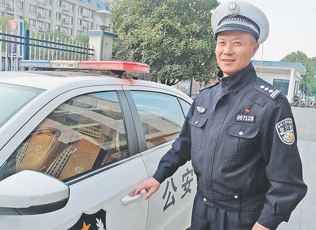 40年40人(9)老交警方忠锐:三十多年交通变迁刻上心头