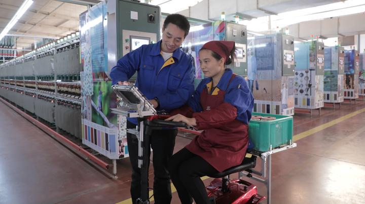 十八分钟大气磅礴 杭州钱江新城新版灯光秀向改革开放致敬