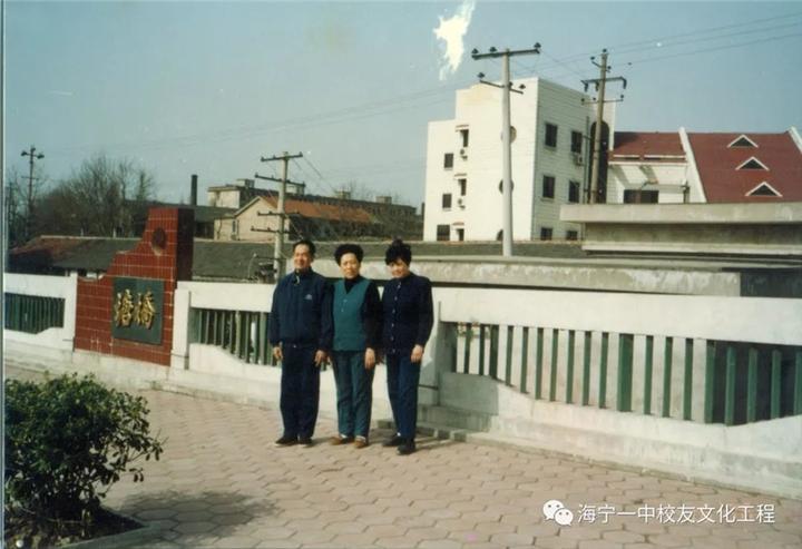 王兆洪在新塘桥上留影.webp.jpg