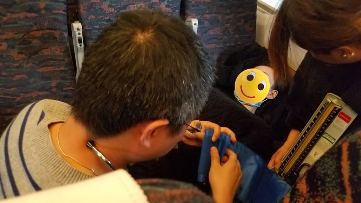 高铁上女子突发疾病 宁波医生一只口罩手到病除