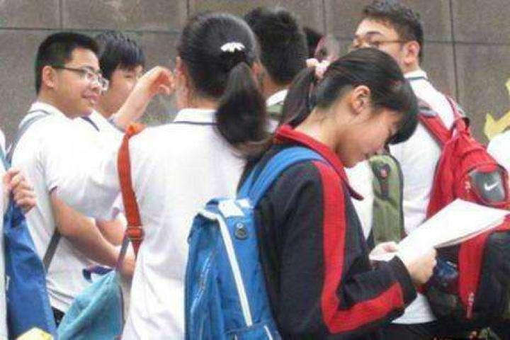 """提前一年高价签约、组织高分考生""""玩消失""""……重庆部分高中""""掐尖""""招生乱象调查"""