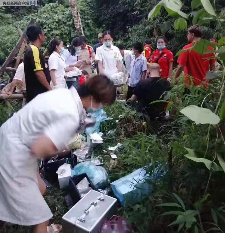 追踪丨中国旅行团在老挝发生严重车祸:已致8人遇难