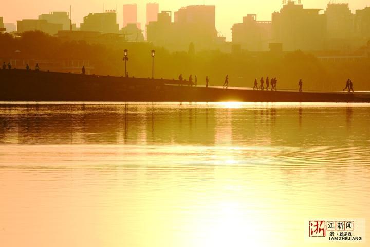 气温新低 晨光暖人(里尔摄影)1.jpg