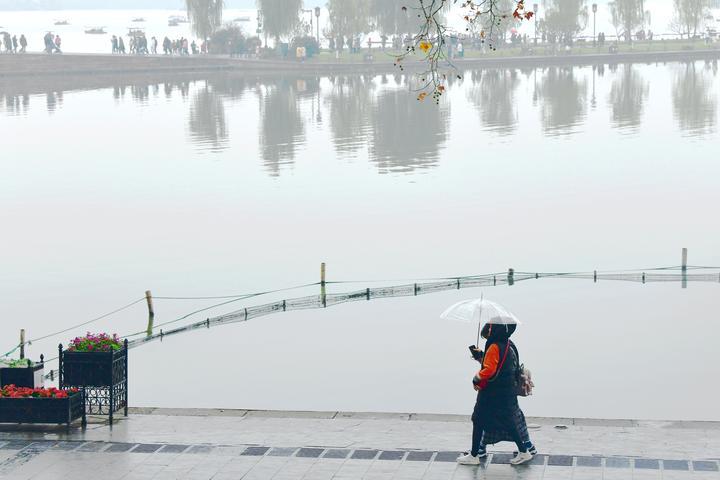 雨水光顾 西湖朦胧(里尔摄影)3.jpg