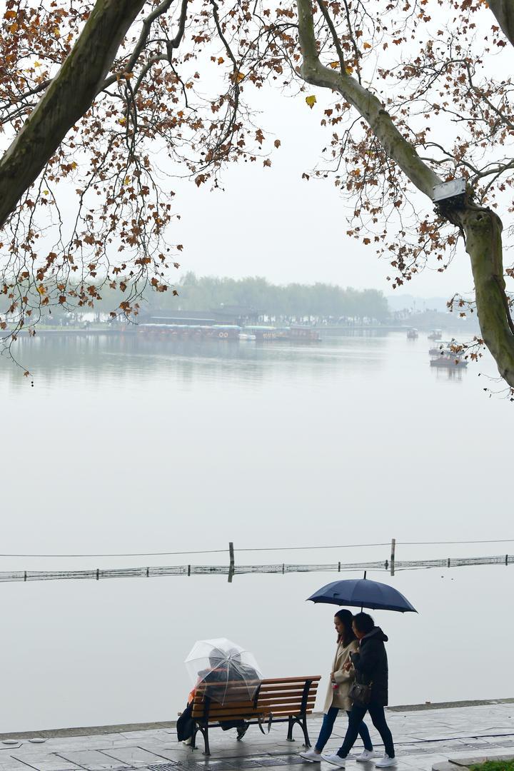 雨水光顾 西湖朦胧(里尔摄影)5.jpg