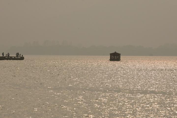 太阳若隐若现 西湖十面霾伏(里尔摄影)5.jpg