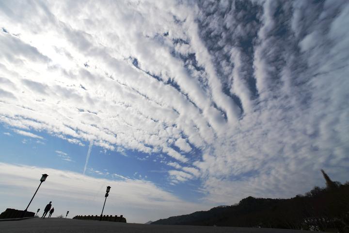 西湖云变 雨水临场(里尔摄影)1.jpg