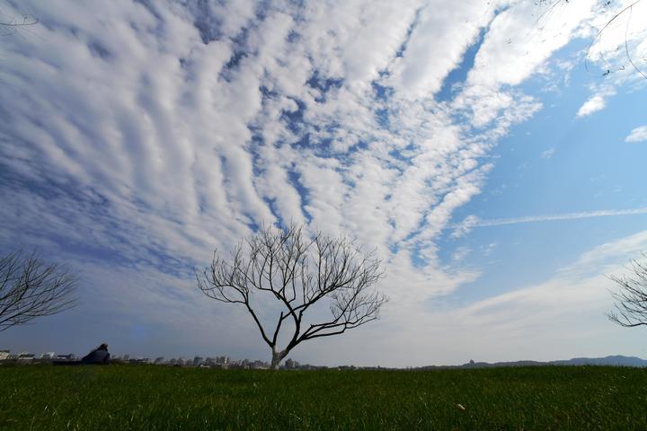 西湖云变 雨水临场(里尔摄影)2.jpg