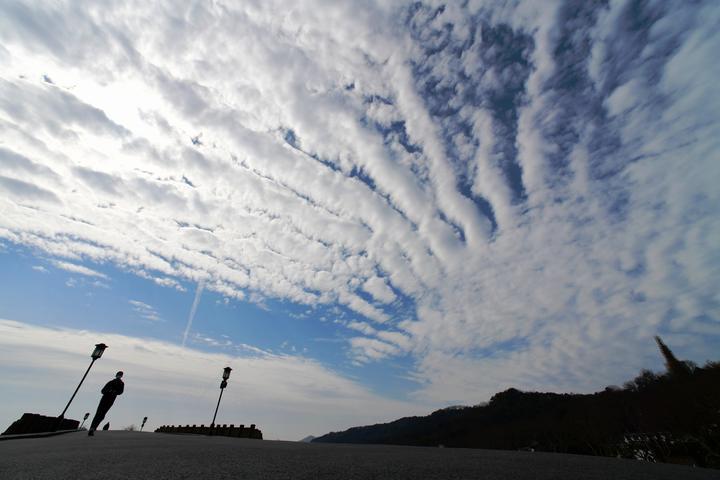 西湖云变 雨水临场(里尔摄影)3.jpg