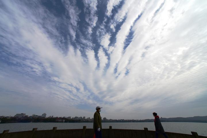 西湖云变 雨水临场(里尔摄影)5.jpg