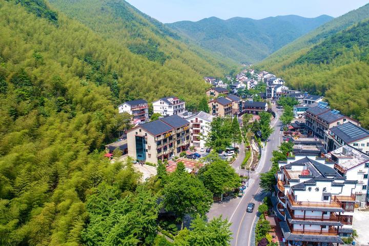 长兴县水口乡的山岕中散落着大大小小585家乡村民宿。2通讯员 谭云俸 摄.jpg