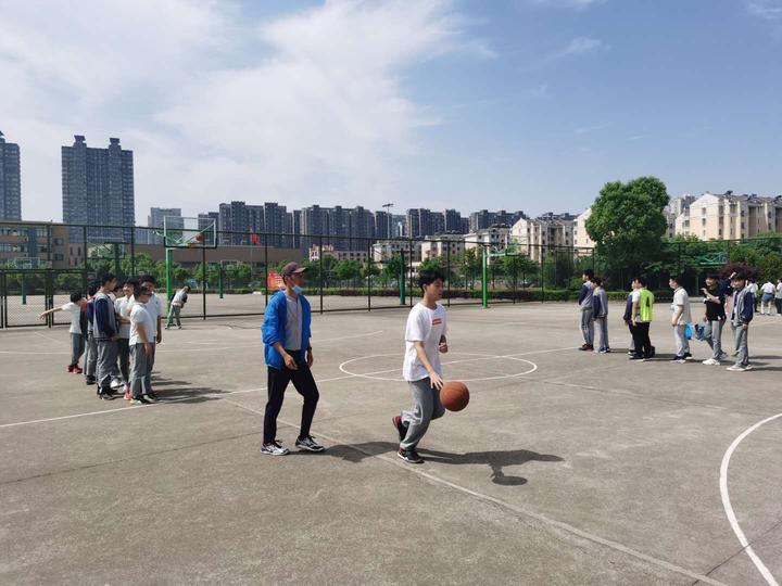 篮球运球上篮.jpg