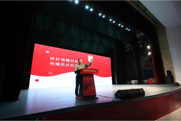 解放军报社主任编辑、《中国民兵》杂志主编解学锋.png